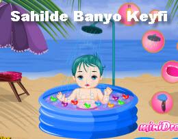 Sahilde Banyo Keyfi